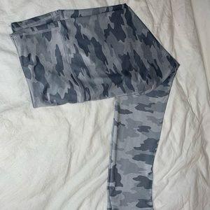 Camo cropped leggings